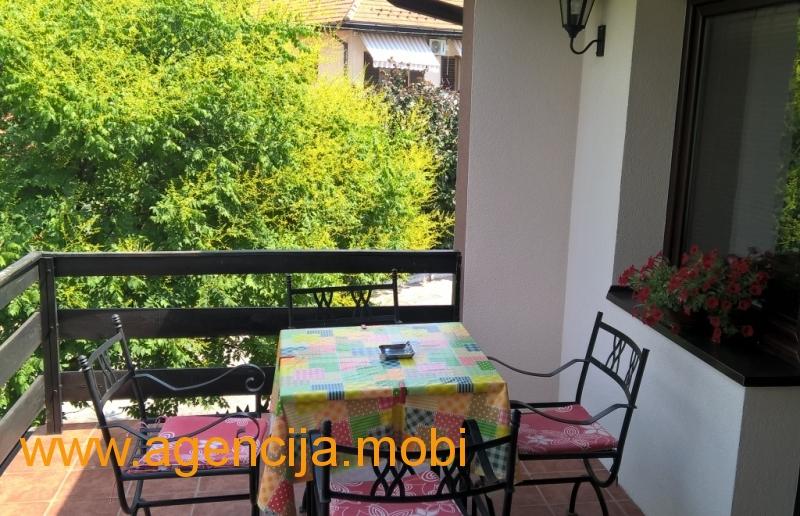 Apartman Dzeri Sokobanja - Terasa sa garniturom za sedenje i uzivanje